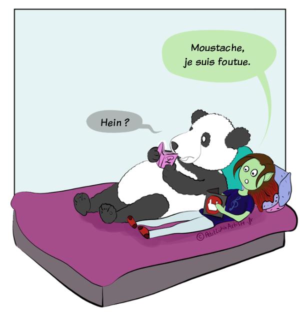 Moustache le panda et Petit Lutin sont allongés sur leur lit, ils lisent. Petit Lutin lit le catalogue EMP, et elle dit 'Moustache, je suis foutue', ce à quoi Moustache, surpris, répond :'Hein ?'